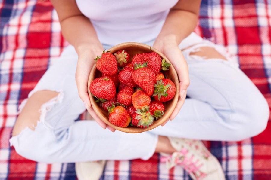 Отчистить пятна от ягод фото
