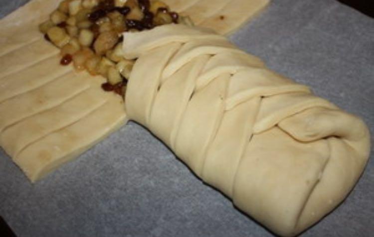 пирожки плетенки с яблоками